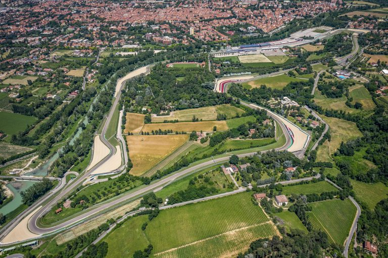 12 teams and 32 drivers ready for testing in Imola