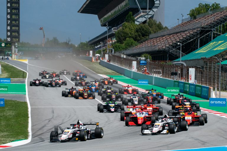 Barcelona, race 1 report: Saucy, Minì and Aron