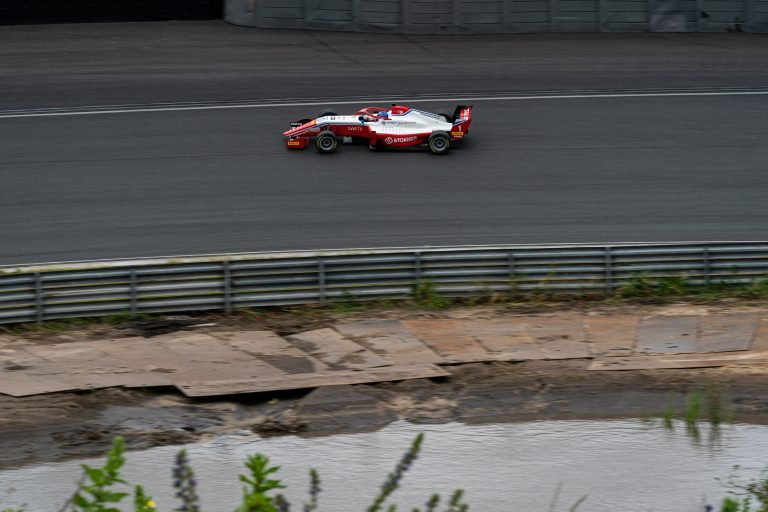 Circuit Zandvoort, QP1: Aron gains his best time back and is fifth