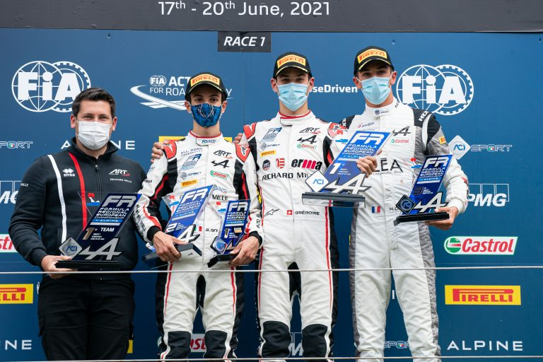 Zandvoort, Race 1 report: Saucy wins in front of Minì and David, while the battle is behind