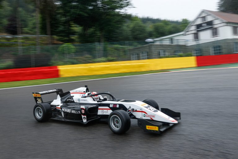Spa-Francorchamps, QP1: On wet track Saucy and then Minì