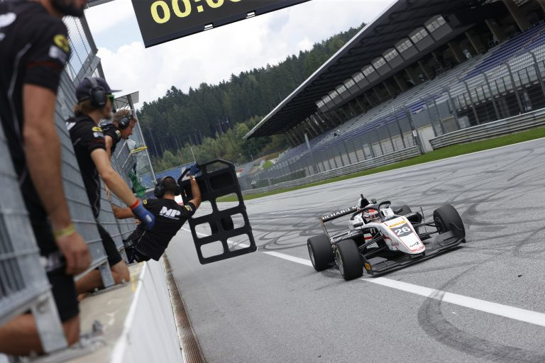 Red Bull Ring, Race 2: results change